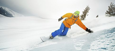go-snowboarding-in-the-pyrenees